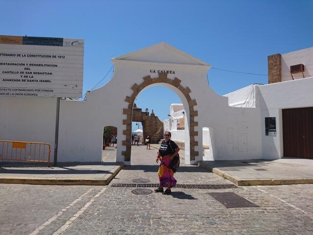 ¡¡Día en Cádiz!! Anécdota: La niña de la playa... Si es que estoy to loca, que yo en navidades me como los polvorones de un bocado y sin aplastarlos ni nada.