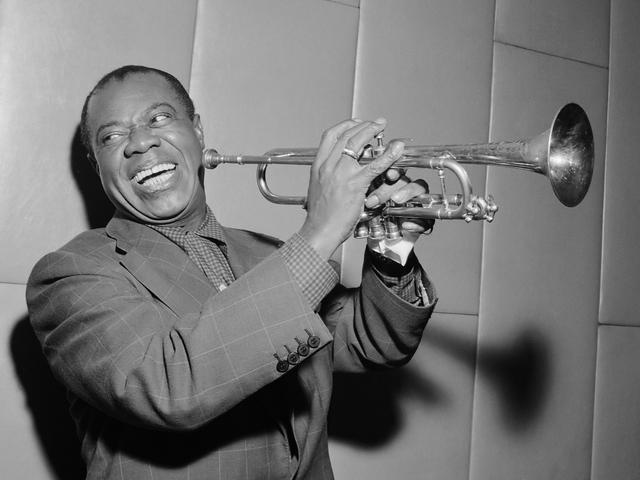 Louis Armstrong plays in King Creole Jazz Band in Chicago