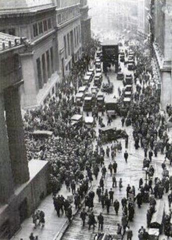 "The Stock Market Crashes on ""Black Tuesday"""
