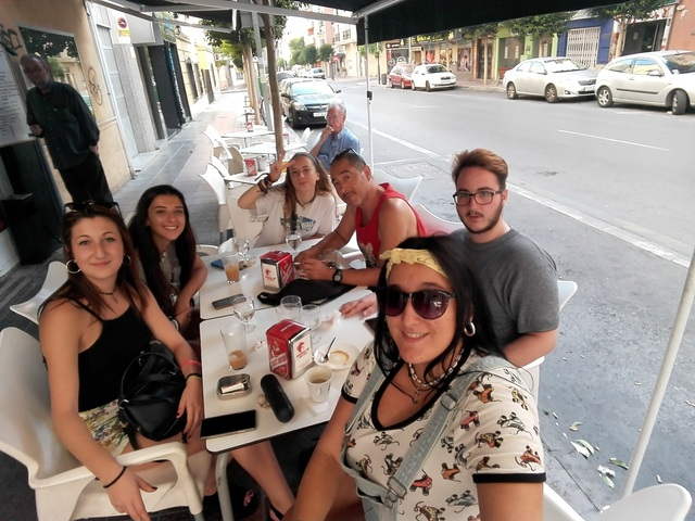 CAFÉ EN FAMILIA - BAR ALTAMIRA, COMO EN CASA, EN NINGÚN SITIO
