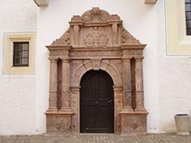 Casa de la iglesia del Castillo de Colins