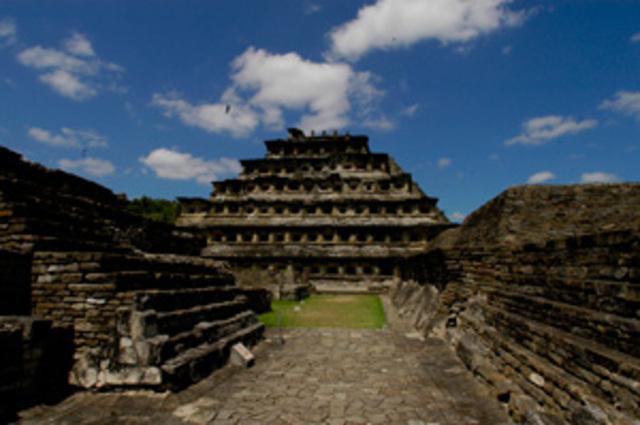 Piramide de los Nichos