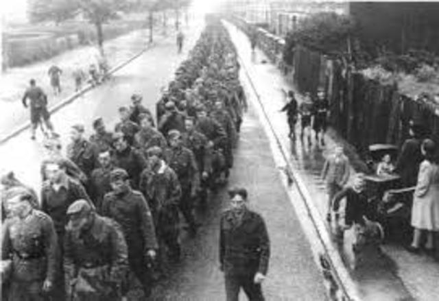 Vladek is captured by the Germans