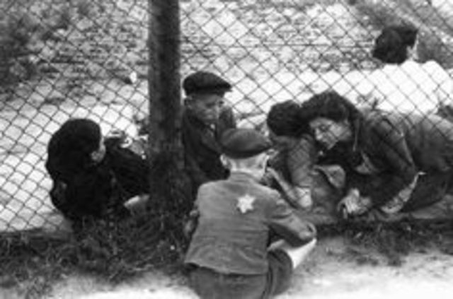 Jews in Sosnowiec are forced to move to the Srodula ghetto