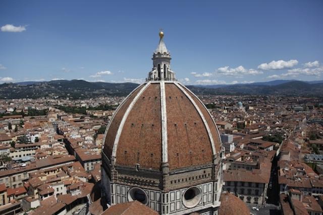 Brunelleschi completes Il Duomo