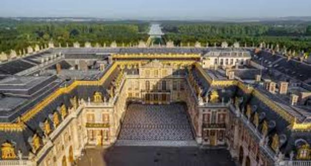 Louis XIV constructs Versailles