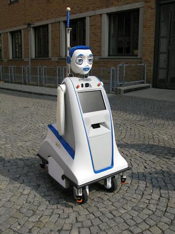 Робот Iuro найдет дорогу с помощью человека
