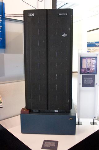 Суперкомпьютер Deep Blue выиграл в шахматы у чемпиона мира Гарри Каспарова.