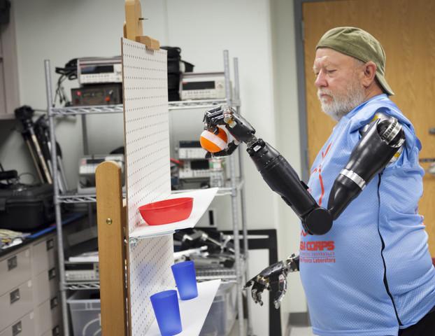 Джон Хоппкинс и первый робот