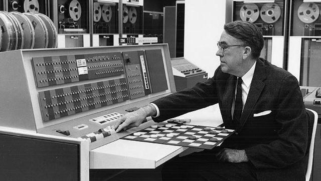 Написан ряд программ для игры в шашки