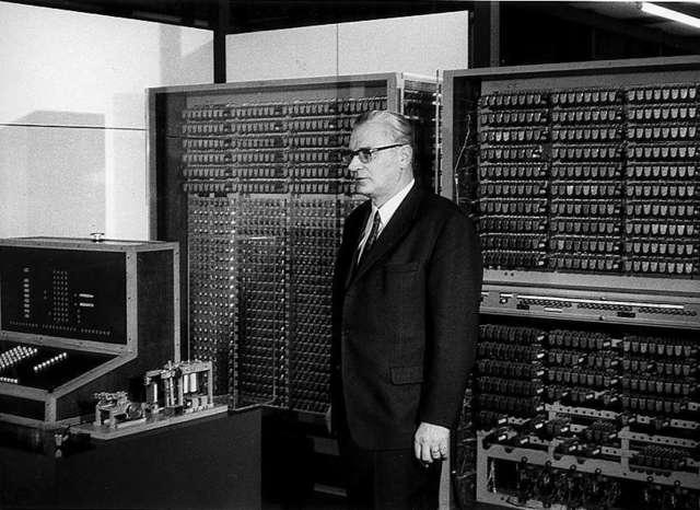 Первый работающий программно-управляемый компьютер