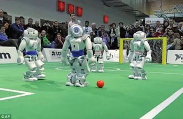 Первый футбольный турнир среди роботов