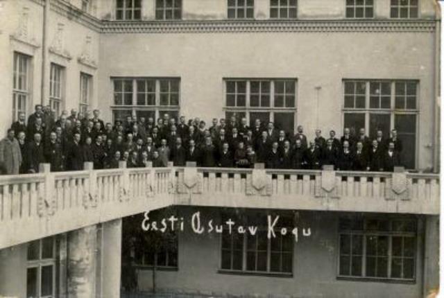 23. 04. 1919    Asutava Kogu esimene istung – Eesti parlamendi sünnipäev