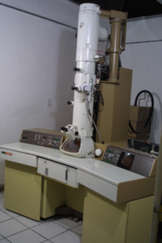 Descobriment del primer microscopi electronic