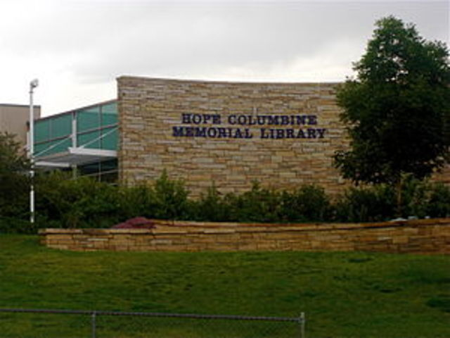 Two teen students kill 13 other classmates in Columbine High School