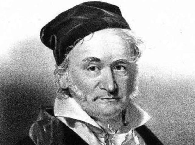 К. Гаусс развил так называемую внутреннюю геометрию поверхностей