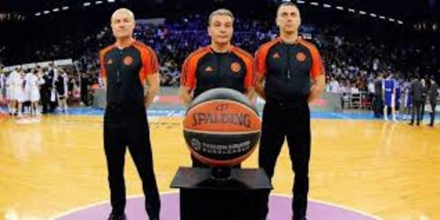 Tres árbitros.