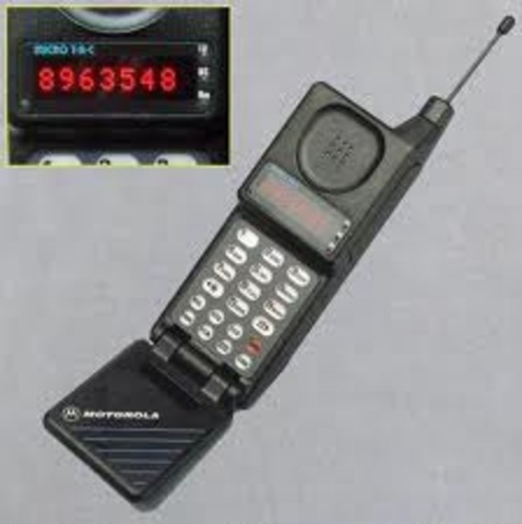 The first 1G network launched in the USA using the Motorola DynaTAC mobile phone.