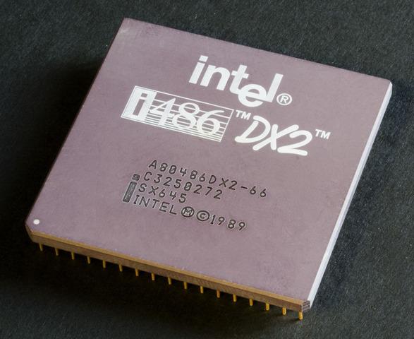 Intel lasi välja 80486DX, mis sisaldas 1.2 miljonit transistorit.