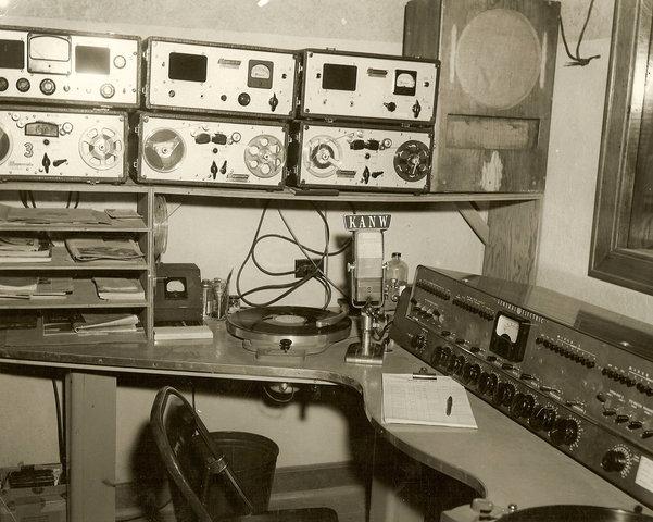 Se descubre la Modulación en frecuencia (FM)