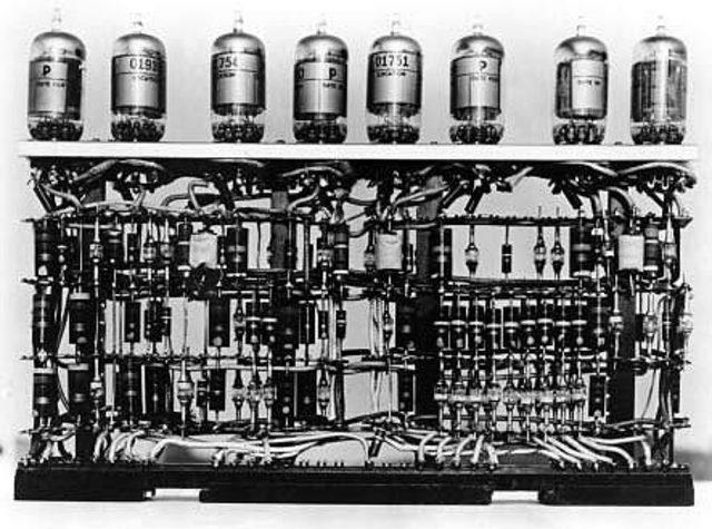 Primera computadora características.