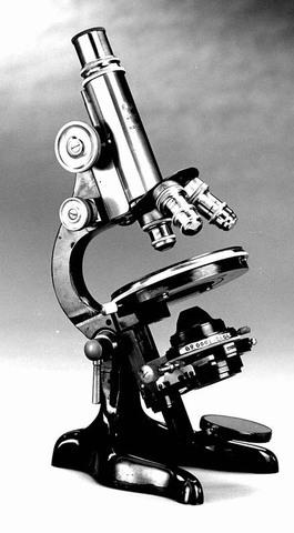 Fritz Zernike's phase-contrast microscope