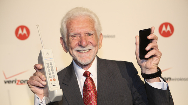 Motorola lanza el DynaTac al mercado