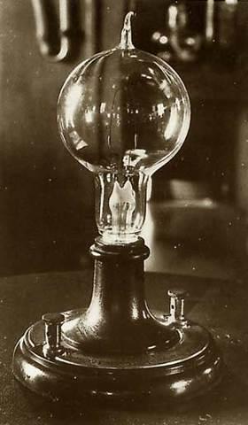 Creación de la bombilla incandescente de larga duración.
