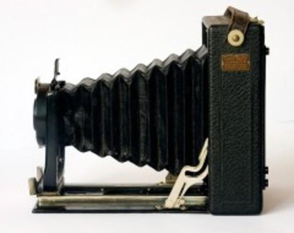Patentación de un proceso para hacer planchas secas para tomar fotografías.
