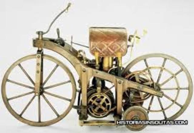 Primera motocicleta con motor de gas.