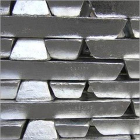 Henri Bessemer inventa el proceso Bessemer para producir acero a más  bajo coste y en grandes cantidades.