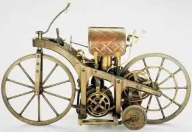 Daimler construye la primera motocicleta  con motor de gas.