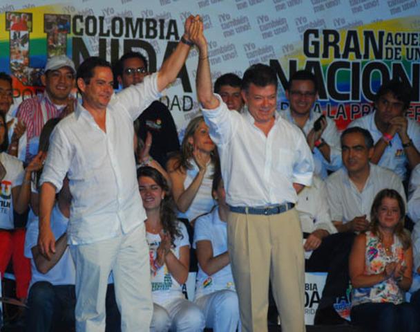 El presidente Santos fue víctima, no coautor de las chuzadas': Vargas Lleras