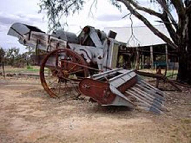 El inventor norteamericano Cyrus Hall McCormick inventa la segadora automatica.