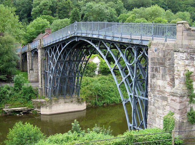 Puente hecho de hierro