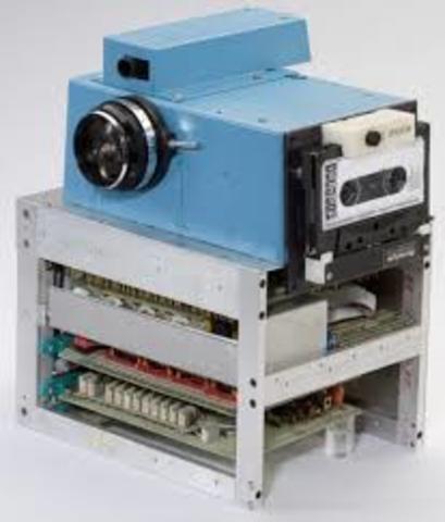 aparicion de la primera cámara fotografica digital