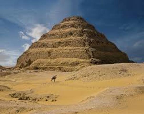 Imperio antiguo-piramide peldaños