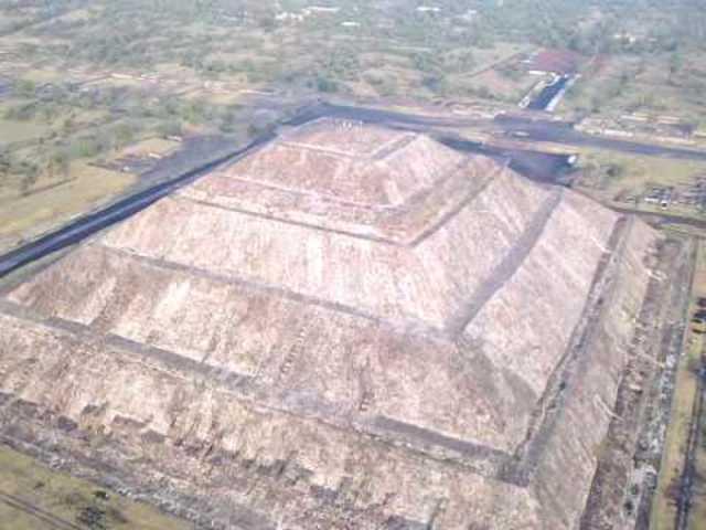 AZTECAS-Pirámide del sol