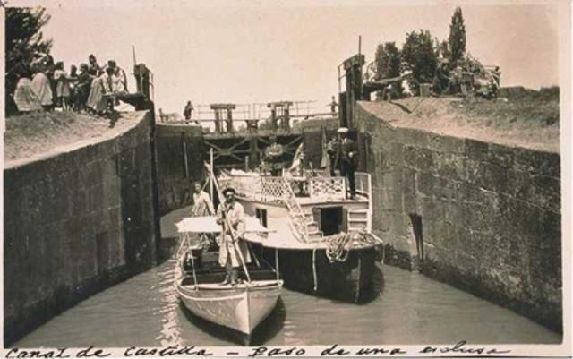 Uso de canales para movilizar barcos.