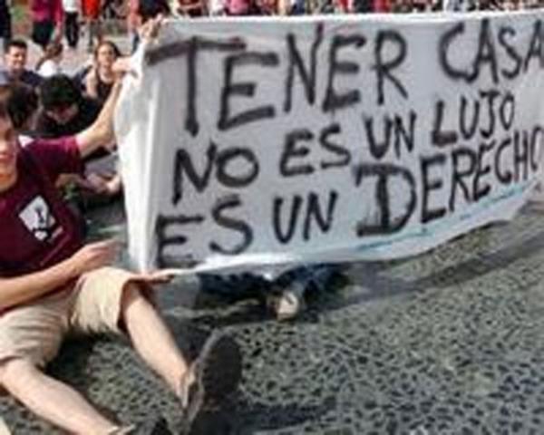 Chávez reconoce deuda en materia de vivienda y pide ayuda al sector privado