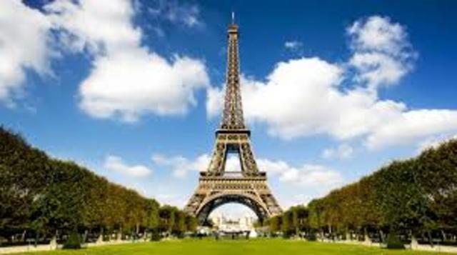 se contruye la Torre Eiffel en francia