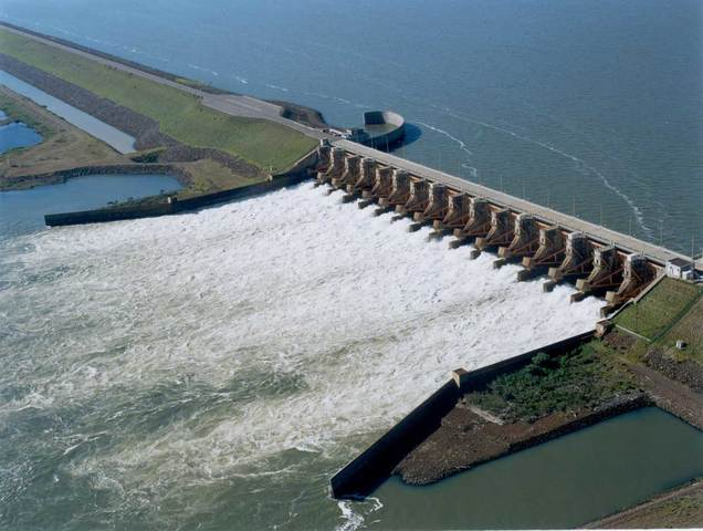 Construccion de Central Hidroeléctrica en Paraná