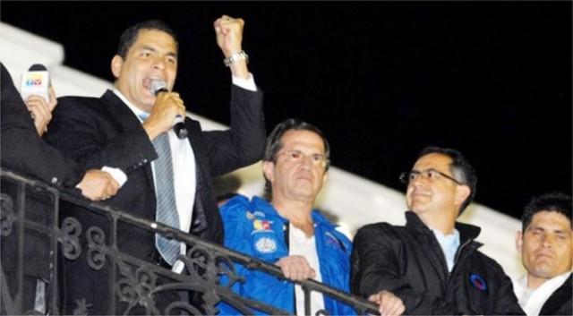 Militares rescatan a Correa tras una rebelion policiaca