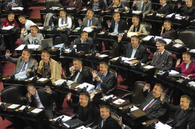 Evalúan incluir la eliminación del voto preferente en la reforma política