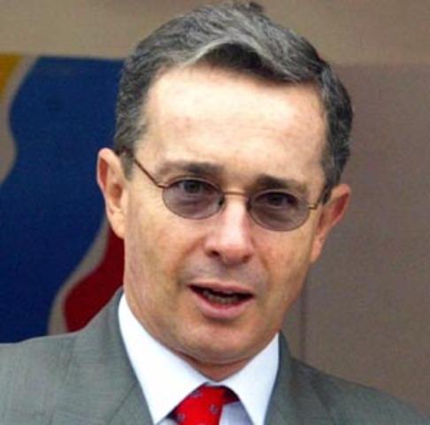 Controversia por retorno de Uribe a la política electoral; críticos creen que es una 'involución'