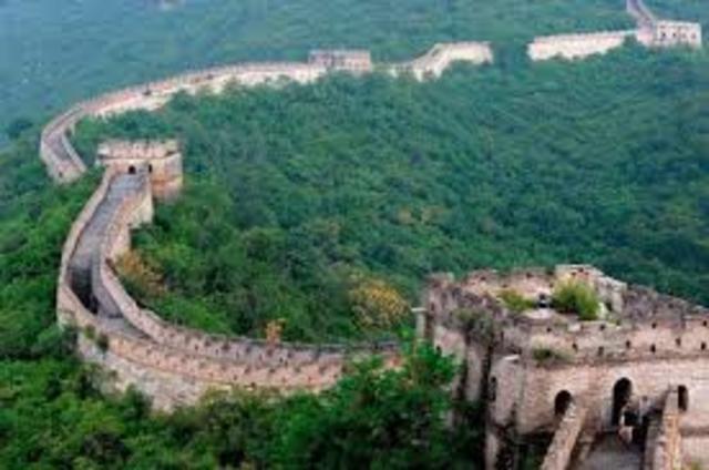 Inicio de la construcción de la Muralla de China