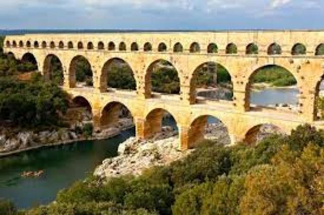 Puente del acueducto Romano en Francia