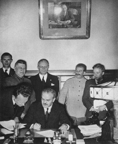German-Soviet Frontier Treaty is signed
