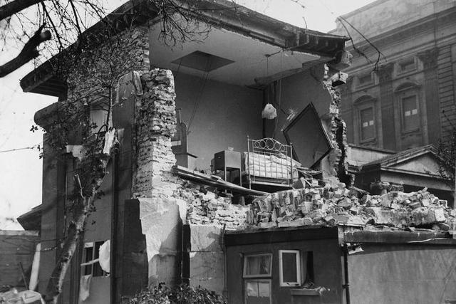 Buckingham Palace is Hit in Luftwaffe Bombing