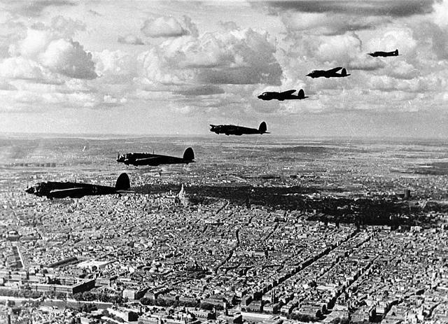 Germany bombs Paris